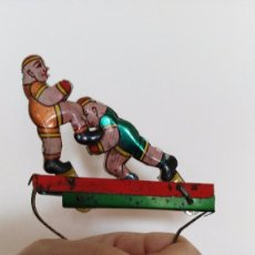 Juguetes antiguos de hojalata: BOXEADORES EN HOLAJATA EN COMBATE. Lote 80533857