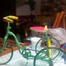 Juguetes antiguos de hojalata - Triciclo años 50, precioso. - 80662383