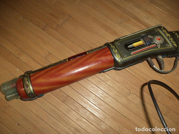 Juguetes antiguos de hojalata: Junior Rifle.Carabina de hojalata made in Japan años 60.T N.Nomura.M.B.E. - Foto 2 - 81727796