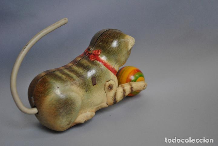 Juguetes antiguos de hojalata: Juguete Antiguo de Hojalata Gato con Pelota US Germany 1948-50 - Foto 2 - 83696960