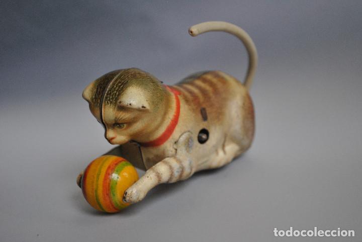 Juguetes antiguos de hojalata: Juguete Antiguo de Hojalata Gato con Pelota US Germany 1948-50 - Foto 3 - 83696960