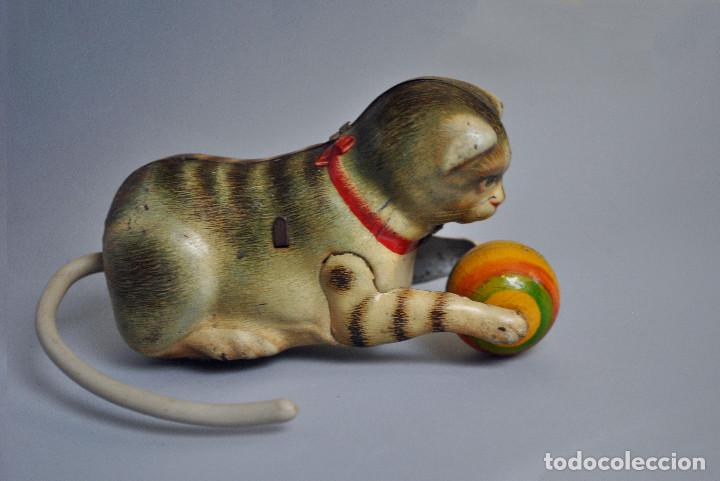 Juguetes antiguos de hojalata: Juguete Antiguo de Hojalata Gato con Pelota US Germany 1948-50 - Foto 6 - 83696960