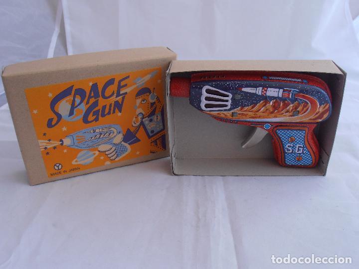 Juguetes antiguos de hojalata: PISTOLA ROJA CHISPAS HOLAJATA, SPACE GUN, MADE IN JAPAN, AÑOS 90, CAJA ORIGINAL, S.G. - Foto 5 - 84248444