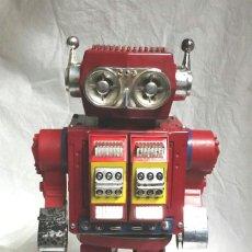 Juguetes antiguos de hojalata: ROBOT SUPER ASTRONAUTA SPACE HORIKAWA, HOJALATA Y PLASTICO AÑOS 60, FUNCIONA. MED 30 CM. Lote 84863076