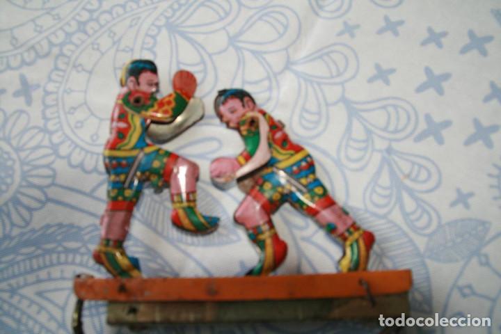 Juguetes antiguos de hojalata: Juego de boxeadores de hojalata - Funciona - Foto 3 - 85227856