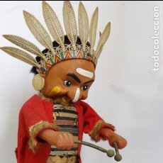 Juguetes antiguos de hojalata: ANTIGUO INDIO CON TAMBOR AUTÓMATA DE HOJALATA LITOGRAFIADA - MADE IN JAPAN DE ALPS - AÑOS 50. Lote 86059876