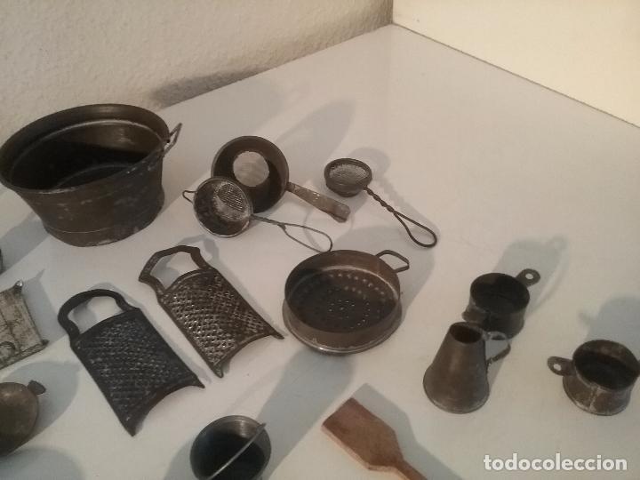Juguetes antiguos de hojalata: ANTIGUOS CACHARRITOS DE METAL HOJALATA PARA COCINAS Ó COCINITAS - Foto 4 - 87075828
