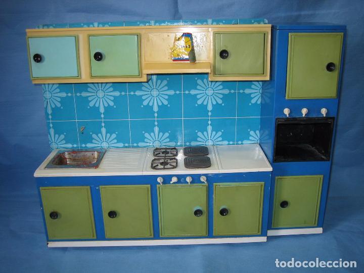 Juguetes antiguos de hojalata: Antigua cocina de juguete en chapa y plástico. Años 60 o 70 - Foto 2 - 89216140