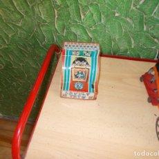 Juguetes antiguos de hojalata: HUCHA DE HOJALATA AÑOS 60. Lote 90125076