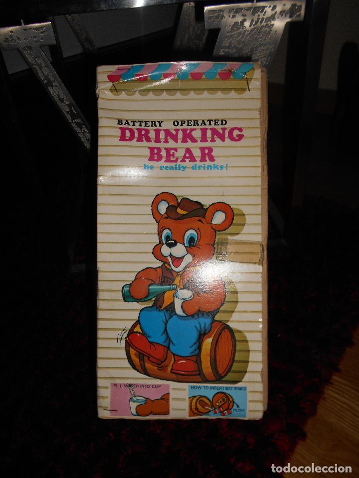 Juguetes antiguos de hojalata: ALPS OSO ALPS JAPAN Vintage ALPS Battery Country Drinking Bear On Barrel Toy AÑOS 60 70 CAJA - Foto 2 - 90807180