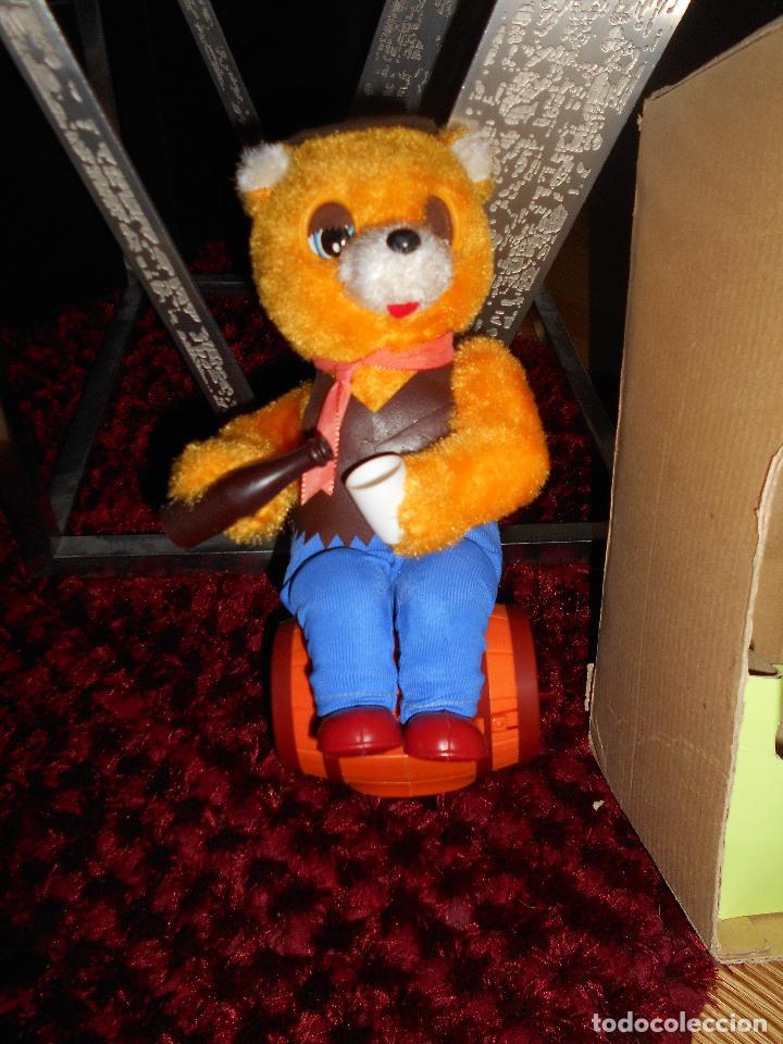 Juguetes antiguos de hojalata: ALPS OSO ALPS JAPAN Vintage ALPS Battery Country Drinking Bear On Barrel Toy AÑOS 60 70 CAJA - Foto 5 - 90807180