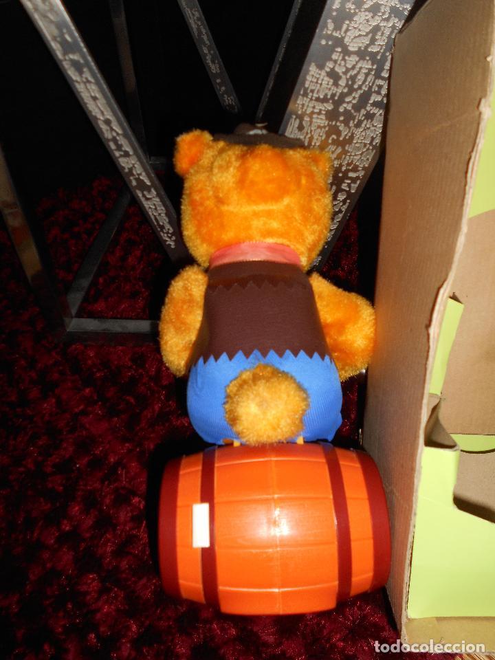 Juguetes antiguos de hojalata: ALPS OSO ALPS JAPAN Vintage ALPS Battery Country Drinking Bear On Barrel Toy AÑOS 60 70 CAJA - Foto 6 - 90807180