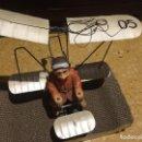 Juguetes antiguos de hojalata: AVION AEROPLANO EN HOJALATA CON PILOTO TIENE MUCHOS AÑOS. Lote 91515835