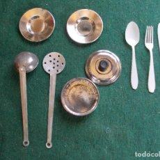 Altes Blechspielzeug - Juego antiguo de cocinita metálico y cubiertos de Plástico - 93222855