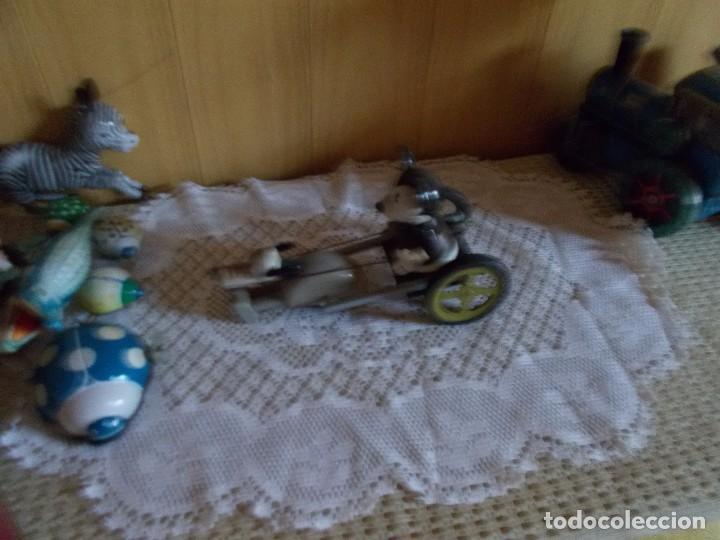 Juguetes antiguos de hojalata: Carro Miky con Pluto ,es de hojalata ,funciona a cuerda ,resto de jugueteria antigua - Foto 2 - 97079107