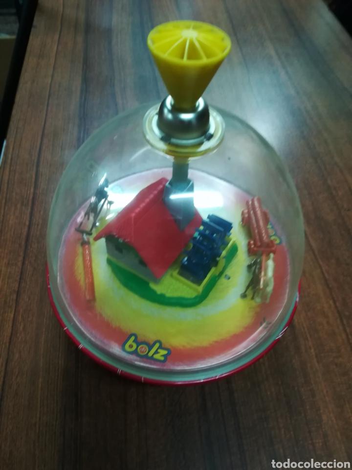 ANTIGUA PEONZA EN HOJALATA Y PLASTICO BOLZ NORIA CABALLOS CARRO (Juguetes - Juguetes Antiguos de Hojalata Extranjeros)