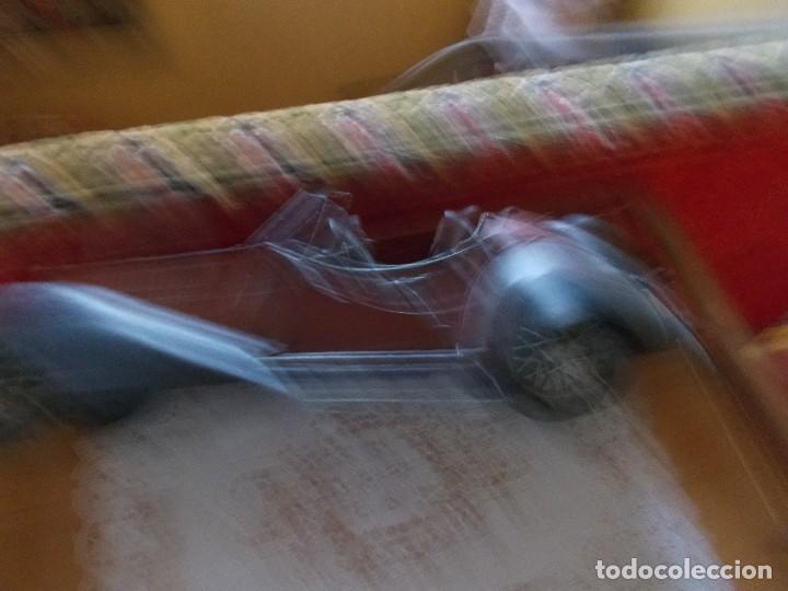 Juguetes antiguos de hojalata: Antiguo coche de hojalata mide sobre45 cent - Foto 4 - 95890503
