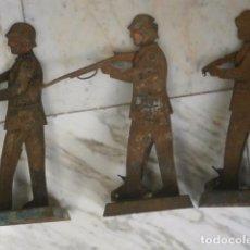 Juguetes antiguos de hojalata: LOTE 3 SOLDADOS LATA HOJALATA GUERRA CIVIL JUGUETES MUY RAROS Y DIFICIL AÑOS 30. Lote 96365063