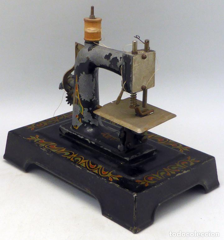 Juguetes antiguos de hojalata: Máquina coser infantil Baby París hojalata litografiada años 20 - Foto 4 - 98127143