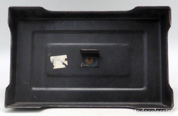 Juguetes antiguos de hojalata: Máquina coser infantil Baby París hojalata litografiada años 20 - Foto 6 - 98127143