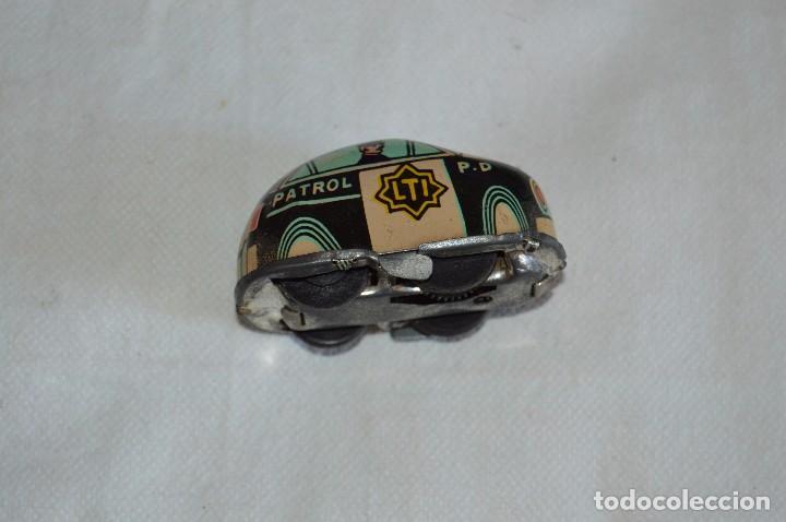 Juguetes antiguos de hojalata: ANTIGUO JUGUETE DE HOJALTA - LTI POLICE PATROL CAR - A CUERDA - AÑOS 70 - VINTAGE - ESCUCHO OFERTAS - Foto 7 - 98845435
