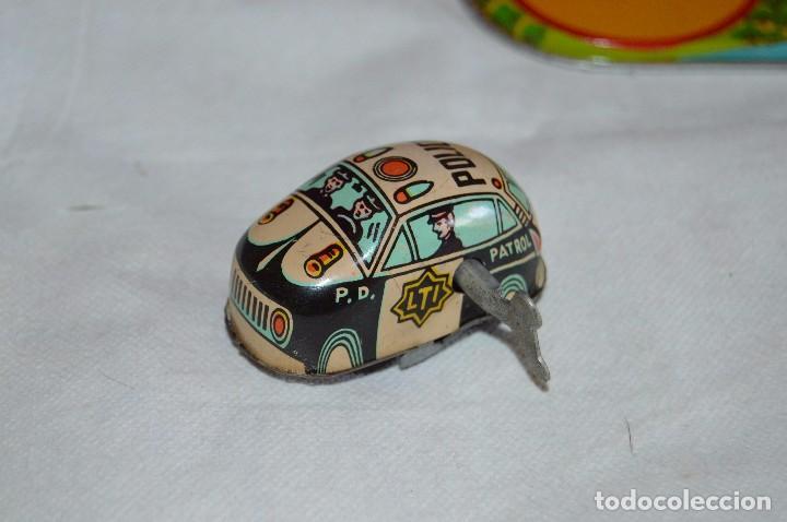 Juguetes antiguos de hojalata: ANTIGUO JUGUETE DE HOJALTA - LTI POLICE PATROL CAR - A CUERDA - AÑOS 70 - VINTAGE - ESCUCHO OFERTAS - Foto 8 - 98845435