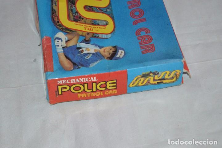 Juguetes antiguos de hojalata: ANTIGUO JUGUETE DE HOJALTA - LTI POLICE PATROL CAR - A CUERDA - AÑOS 70 - VINTAGE - ESCUCHO OFERTAS - Foto 11 - 98845435