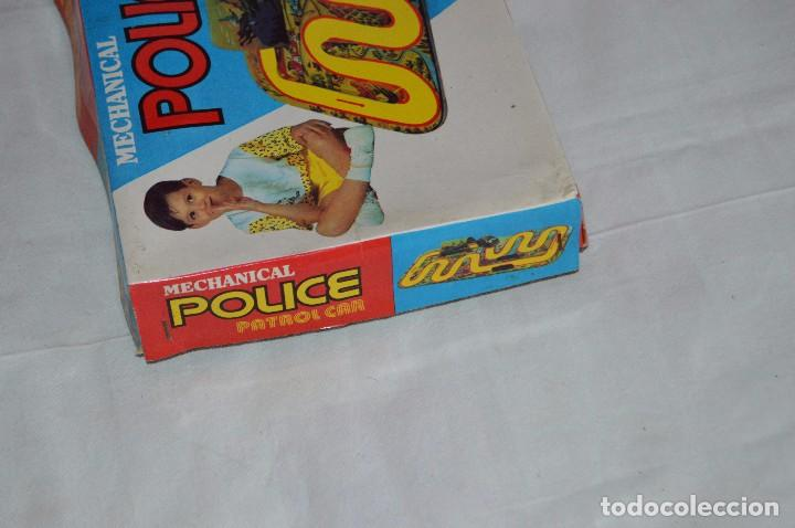 Juguetes antiguos de hojalata: ANTIGUO JUGUETE DE HOJALTA - LTI POLICE PATROL CAR - A CUERDA - AÑOS 70 - VINTAGE - ESCUCHO OFERTAS - Foto 13 - 98845435