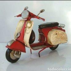 Juguetes antiguos de hojalata: ANTIGUA MOTO / MOTONETA DE HOJALATA CHAPA. Lote 98862444
