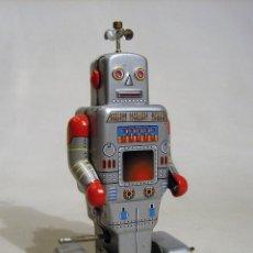 Juguetes antiguos de hojalata: ROBOT EXPLORADOR. AUTÓMATA DE CHAPA MECANIZADO.. Lote 129136035