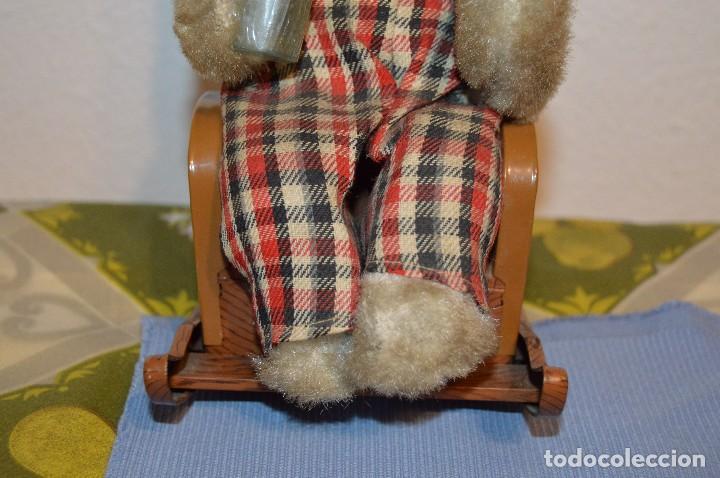 Juguetes antiguos de hojalata: Antigua autómata - Modern Toys Battery Operated Father Bear - Años 50 JAPAN - ¡Mira fotos! - Foto 4 - 100325607