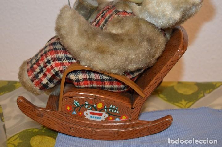 Juguetes antiguos de hojalata: Antigua autómata - Modern Toys Battery Operated Father Bear - Años 50 JAPAN - ¡Mira fotos! - Foto 5 - 100325607