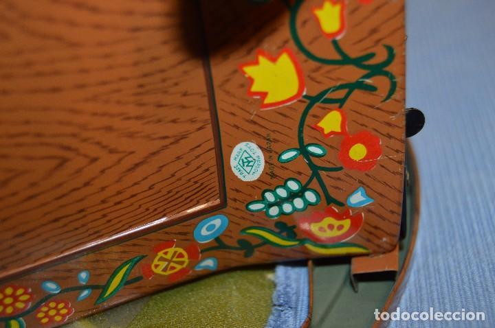 Juguetes antiguos de hojalata: Antigua autómata - Modern Toys Battery Operated Father Bear - Años 50 JAPAN - ¡Mira fotos! - Foto 11 - 100325607