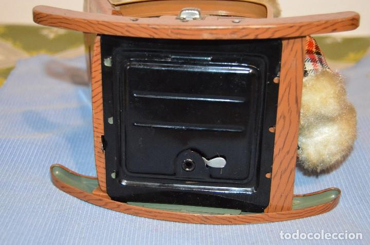 Juguetes antiguos de hojalata: Antigua autómata - Modern Toys Battery Operated Father Bear - Años 50 JAPAN - ¡Mira fotos! - Foto 12 - 100325607