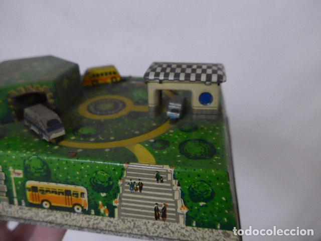 Juguetes antiguos de hojalata: Antiguo juguete de hojalata, tipo circuito de coches, a cuerda. - Foto 4 - 100618723