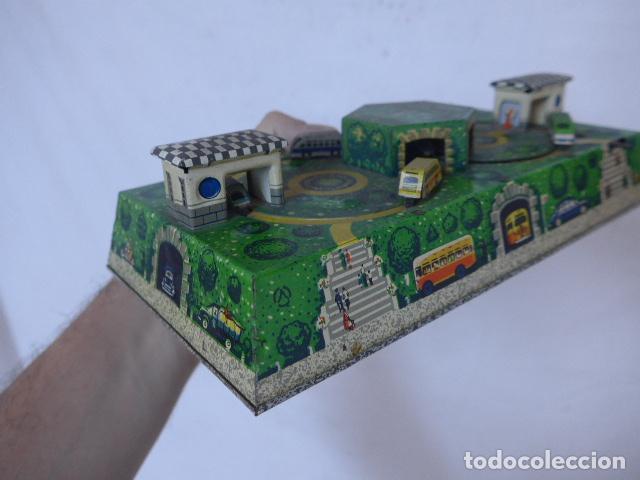 Juguetes antiguos de hojalata: Antiguo juguete de hojalata, tipo circuito de coches, a cuerda. - Foto 5 - 100618723