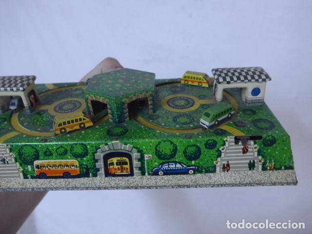 Juguetes antiguos de hojalata: Antiguo juguete de hojalata, tipo circuito de coches, a cuerda. - Foto 6 - 100618723