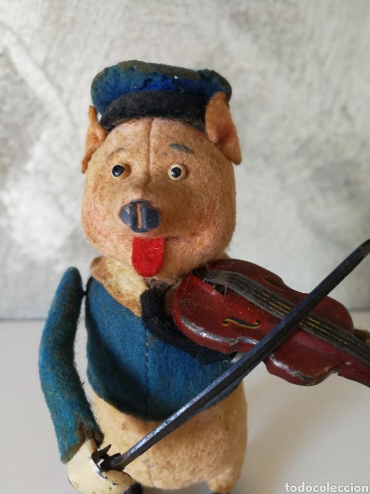 Juguetes antiguos de hojalata: ANTIGUO CERDITO VIOLINISTA SCHUCO - Foto 2 - 103182938