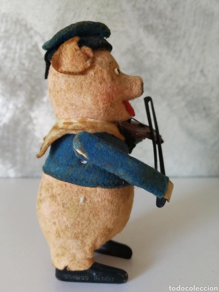 Juguetes antiguos de hojalata: ANTIGUO CERDITO VIOLINISTA SCHUCO - Foto 3 - 103182938