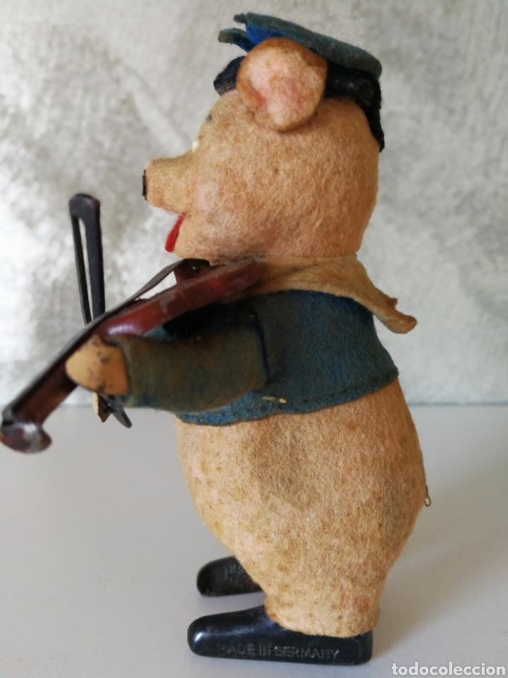 Juguetes antiguos de hojalata: ANTIGUO CERDITO VIOLINISTA SCHUCO - Foto 5 - 103182938