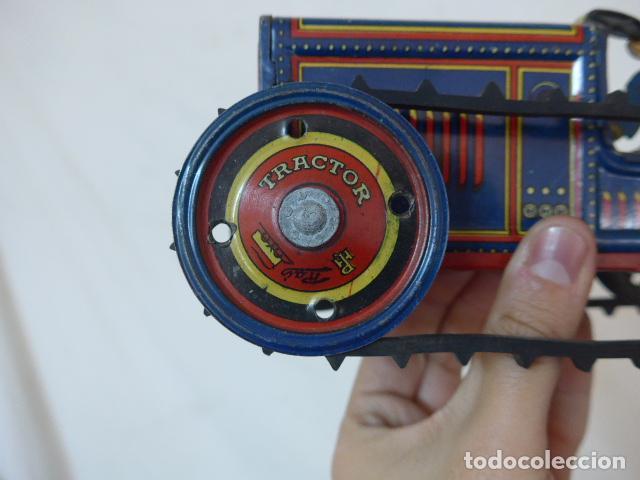 Juguetes antiguos de hojalata: Antiguo tractor de hojalata original de Paya. No es de Rico ni schuco. - Foto 2 - 104217379