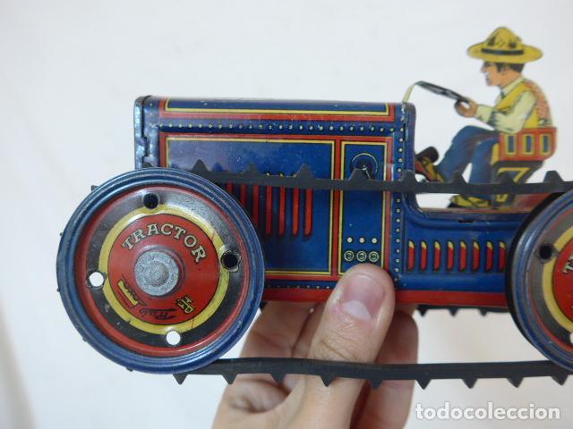 Juguetes antiguos de hojalata: Antiguo tractor de hojalata original de Paya. No es de Rico ni schuco. - Foto 3 - 104217379