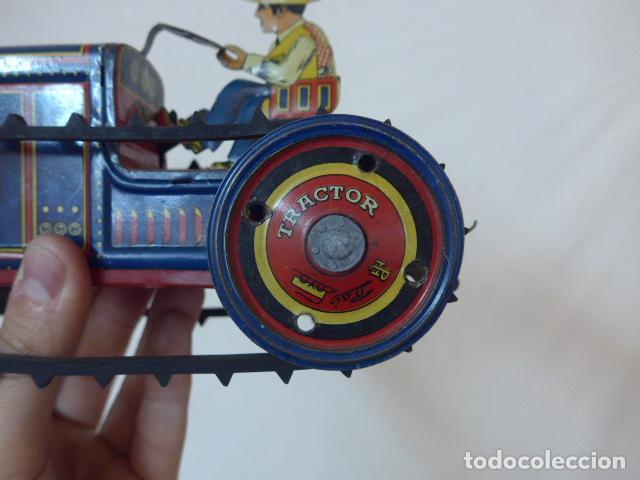 Juguetes antiguos de hojalata: Antiguo tractor de hojalata original de Paya. No es de Rico ni schuco. - Foto 4 - 104217379