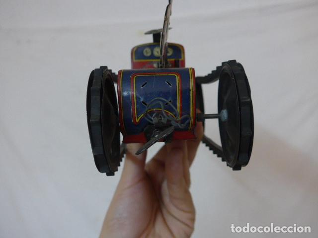 Juguetes antiguos de hojalata: Antiguo tractor de hojalata original de Paya. No es de Rico ni schuco. - Foto 9 - 104217379