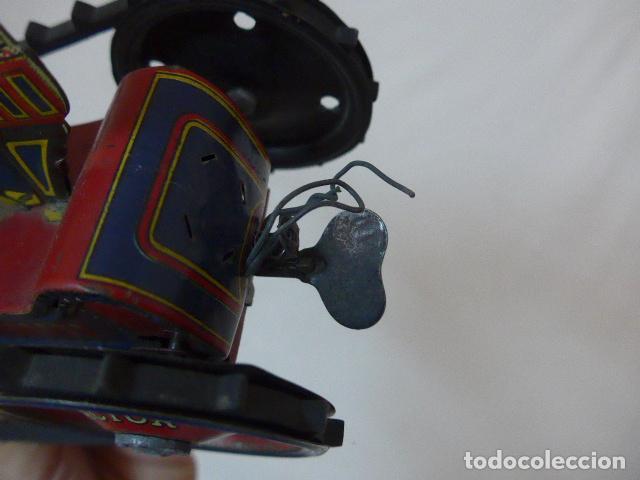 Juguetes antiguos de hojalata: Antiguo tractor de hojalata original de Paya. No es de Rico ni schuco. - Foto 10 - 104217379