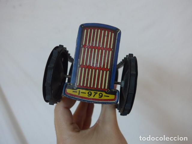 Juguetes antiguos de hojalata: Antiguo tractor de hojalata original de Paya. No es de Rico ni schuco. - Foto 11 - 104217379