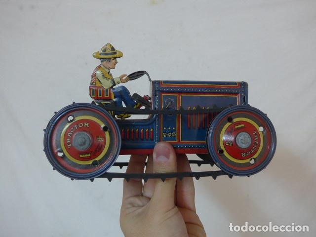 Juguetes antiguos de hojalata: Antiguo tractor de hojalata original de Paya. No es de Rico ni schuco. - Foto 12 - 104217379