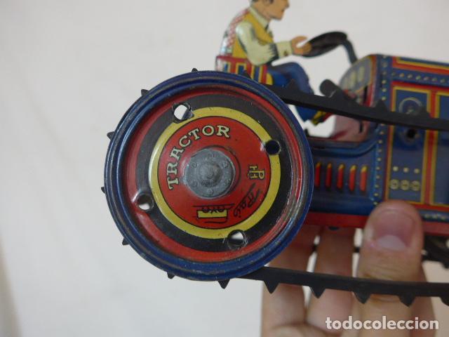 Juguetes antiguos de hojalata: Antiguo tractor de hojalata original de Paya. No es de Rico ni schuco. - Foto 13 - 104217379