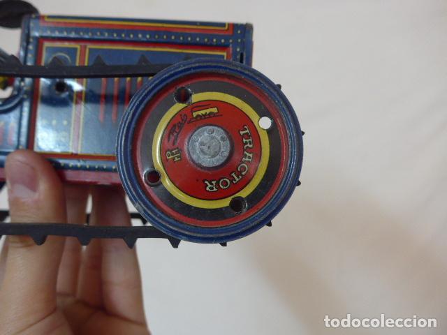 Juguetes antiguos de hojalata: Antiguo tractor de hojalata original de Paya. No es de Rico ni schuco. - Foto 14 - 104217379