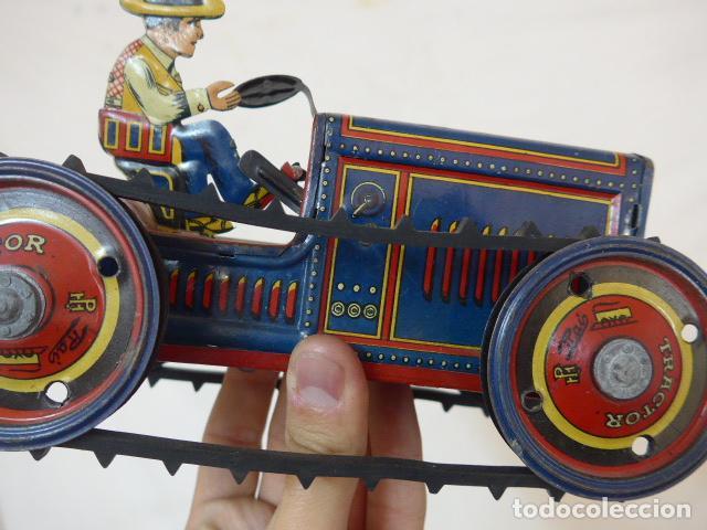 Juguetes antiguos de hojalata: Antiguo tractor de hojalata original de Paya. No es de Rico ni schuco. - Foto 15 - 104217379